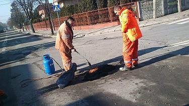Zima 2015 - Drobne naprawy na jezdniach (foto1)