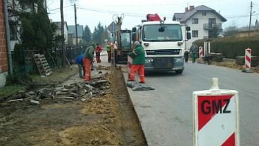 Przebudowa ciągów pieszych przy drogach powiatowych na terenie Poddębic (foto1)