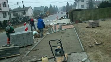 Przebudowa ciągów pieszych przy drogach powiatowych na terenie Poddębic (foto3)
