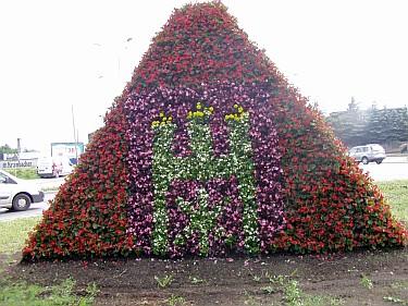 Piramida u zbiegu ulicy Piątkowskiej i Alei Armii Krajowej (foto1)