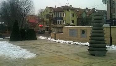 Demontaż choinek na Placu Kilińskiego (foto2)
