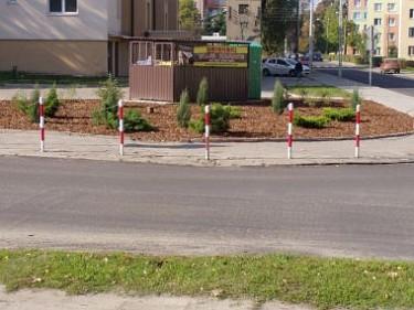 Rabaty na skrzyżowaniu ulic Dubois i Cezaka (foto2)