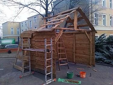 Budowa Szopki Bożonarodzeniowej na Placu Jana Pawła II (foto3)